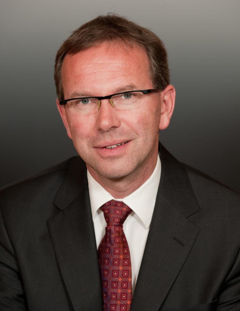 Hier sehen sie Herrn Dr. Georg Ingram
