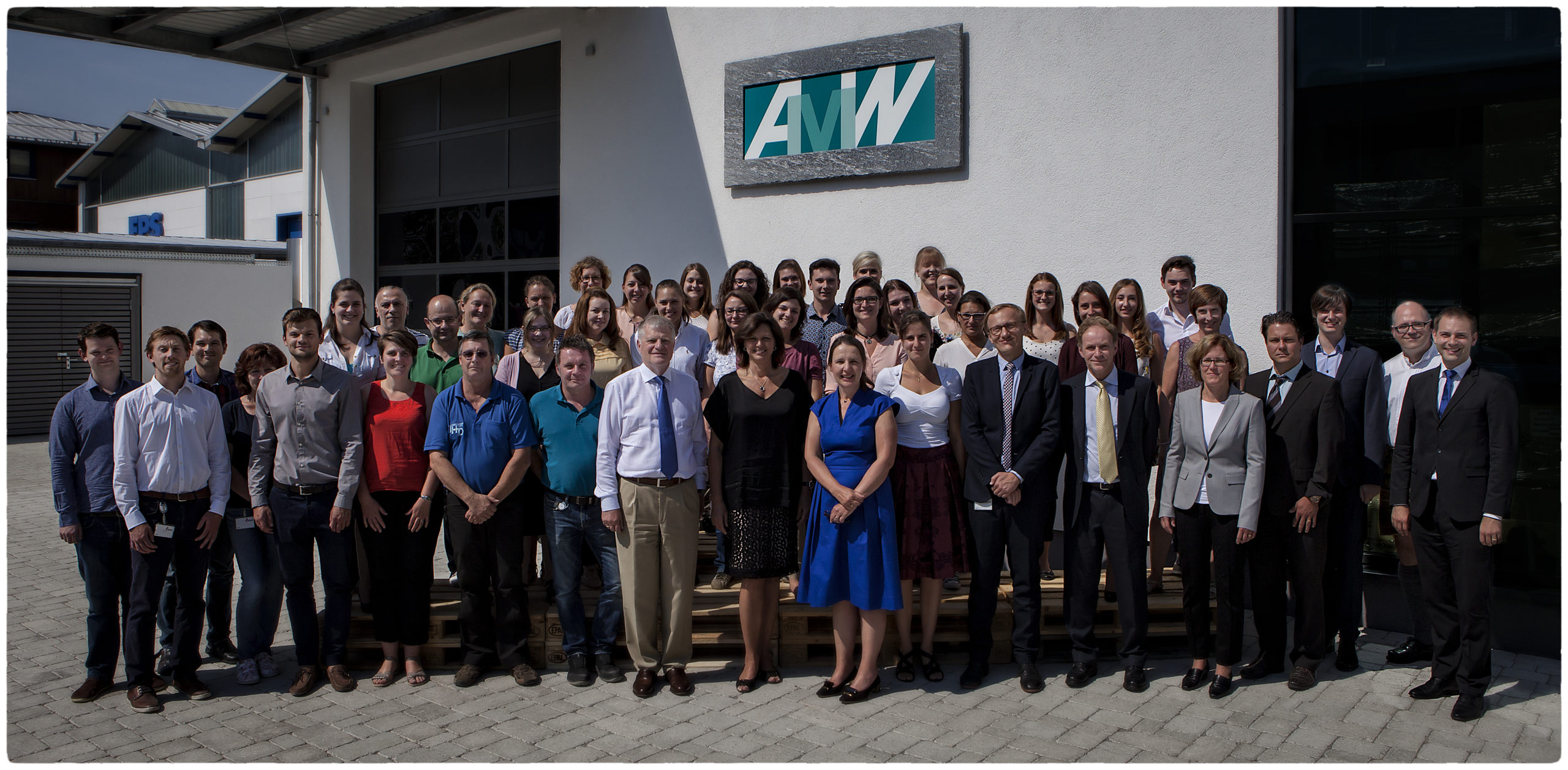 Foto mit AMW Mitarbeiter und Frau Aigner